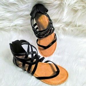 (NEW)! Cute! Black Flat Sandals!